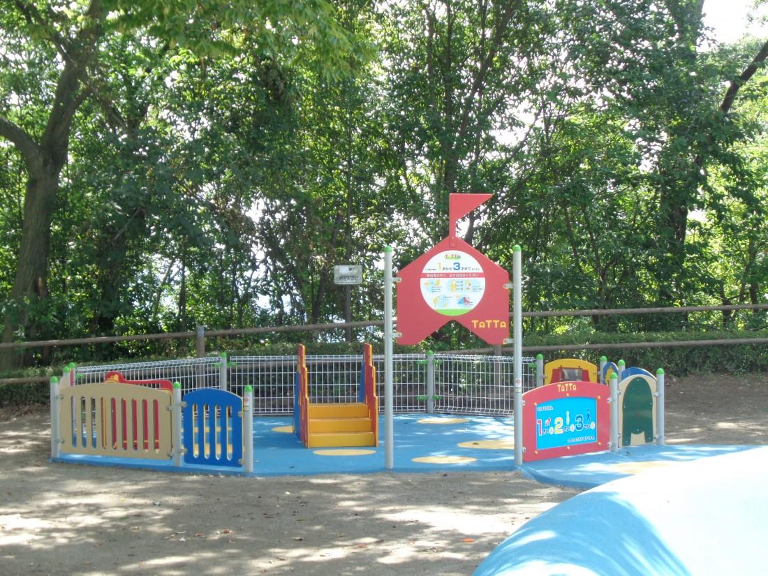小さいお子さんでも安心して遊べる遊び場もあります(対象年齢:1~3歳)