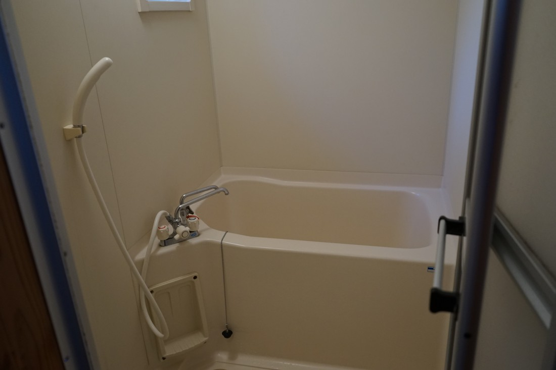 キャビン内に風呂もあります