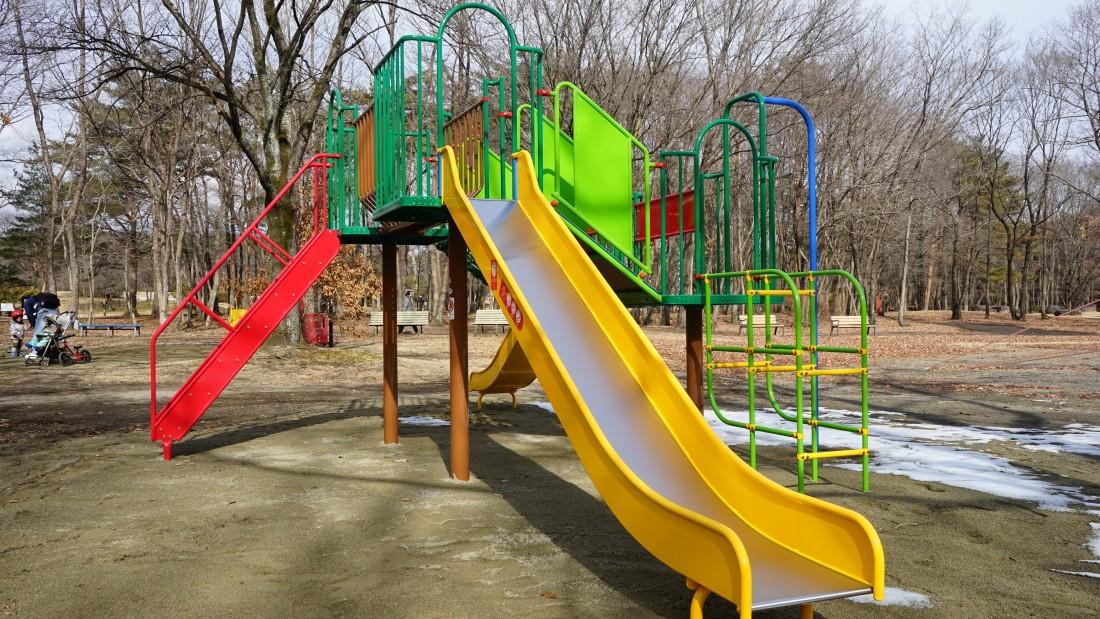 NEW!  【ぐるぐるの森】 対象年齢3~6歳  遊具の上をぐるぐると何週もできる周回構造です。