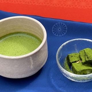 お抹茶 + 菓子セット 590円