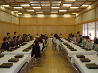 研修ホールでは、食事会等でのご利用も可能です。