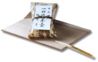 創業天明七年 綿半の一口塩羊羹 <br /> 一口塩羊羹とは・・・日光一の老舗羊羹店 綿半が伝統的製法で厳選された材料と日光の清浄な冷水とで練り上げた塩羊羹を、食べやすいように一口サイズに切って竹の皮に包みました。羊羹一本ちょっと多いなと言うお客様に人気です。