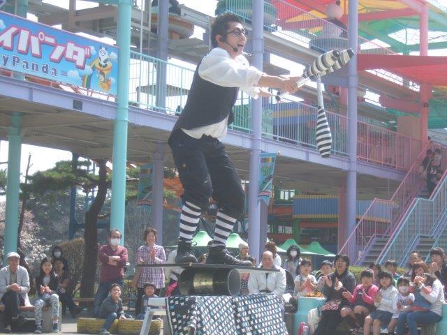 大道芸人ヨシくんのわんぱくショー