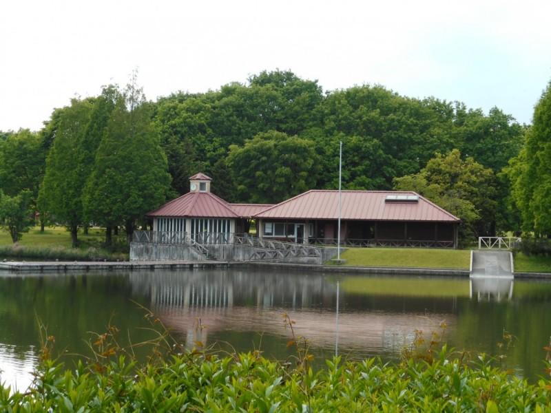 冒険の湖とカヌーの家