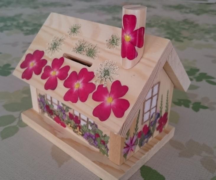 押し花で飾る貯金箱~フラワーハウス~